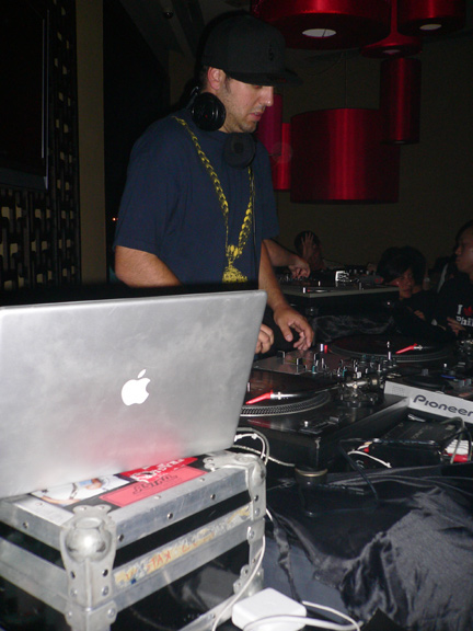 Operating dual Serato's and 1200's