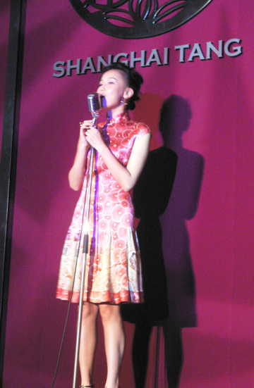 Huang Ling, a model in the show, and a new singer