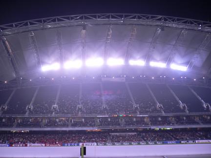 Strong lights illuminate the field