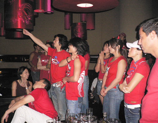 Koreans wearing their team colors at Dragon-i.