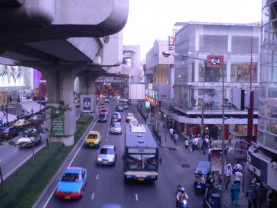Suhkumvit Rd dividing Siam Square right, from the 3 huge shopping malls, left