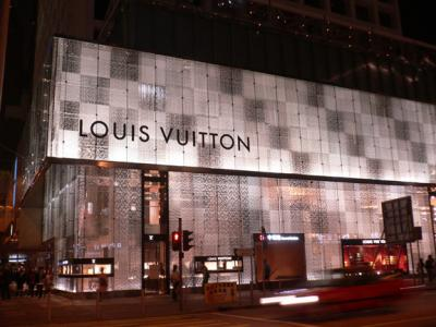 Renovated LV shop in Central