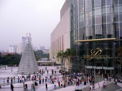 The front entrance to the Siam Paragon