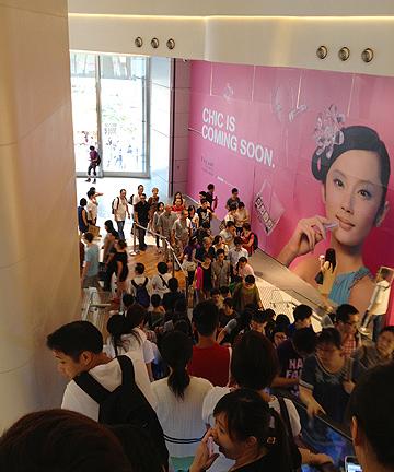 hysan place shop store mall hong kong cwb