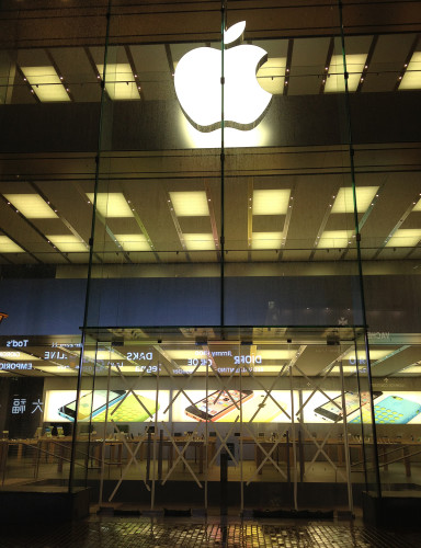 apple store hong kong causeway bay hk typhoon usagi