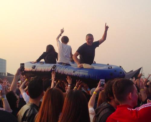 steve-aoki-raft-boat-crowd-surf-hk